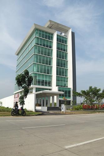 Gedung (siang)