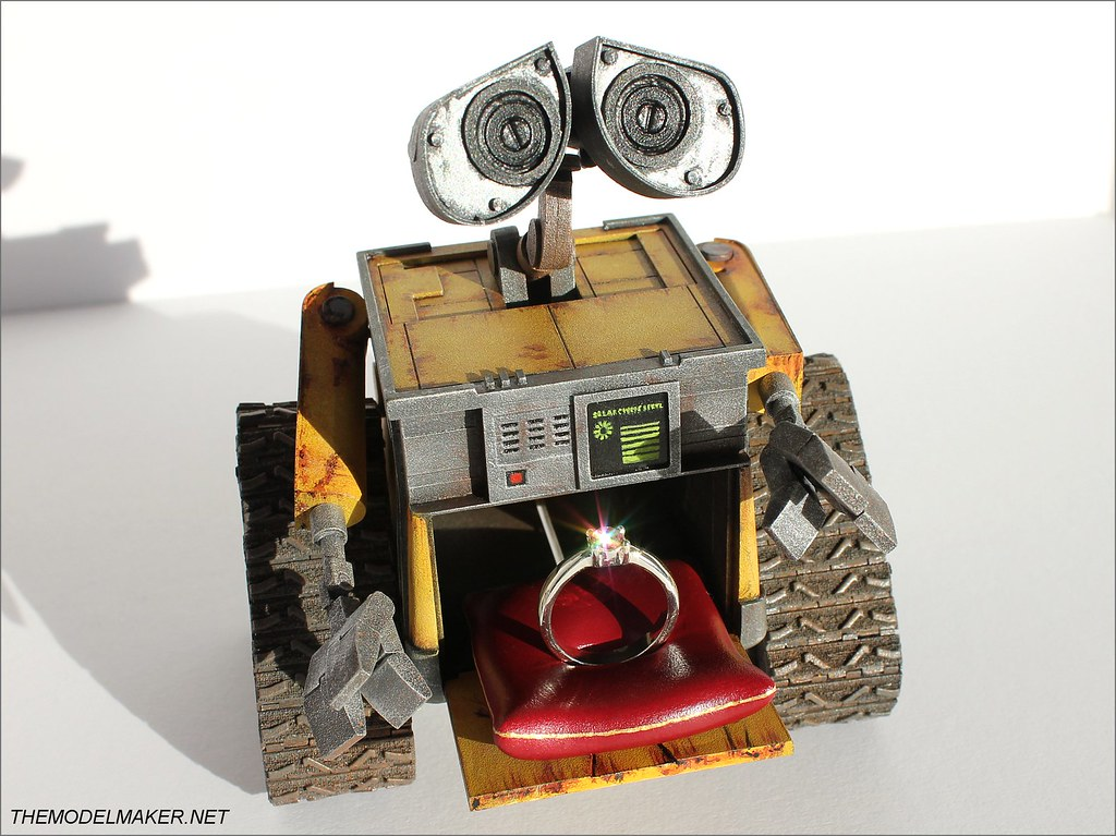 Custom engagement ring box Wall-E 4