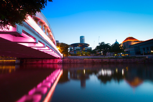 longexposure morning travel bridge reflection dawn twilight singapore nopeople serenity connection boatquay tranquilscene southbridge themorningafter canonefs1022mmf3545usm canoneos7d leendsoftgradfilter thesingaporeparliamenthouse