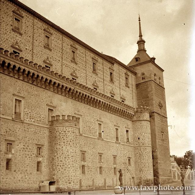 Alcázar, fachada este, en los años 20. Fotografía de José Villar Martelo