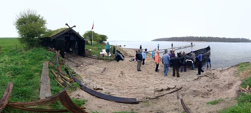 Click for panorama of Sebbe going into the water