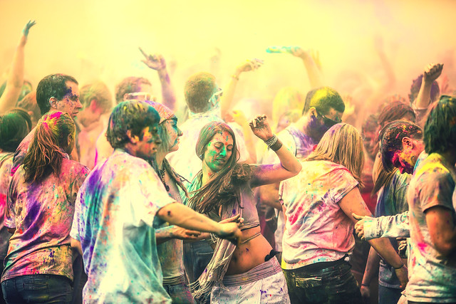 7134139903 a5de4471b0 z 15 Amazing Images Of The Festival of Colors