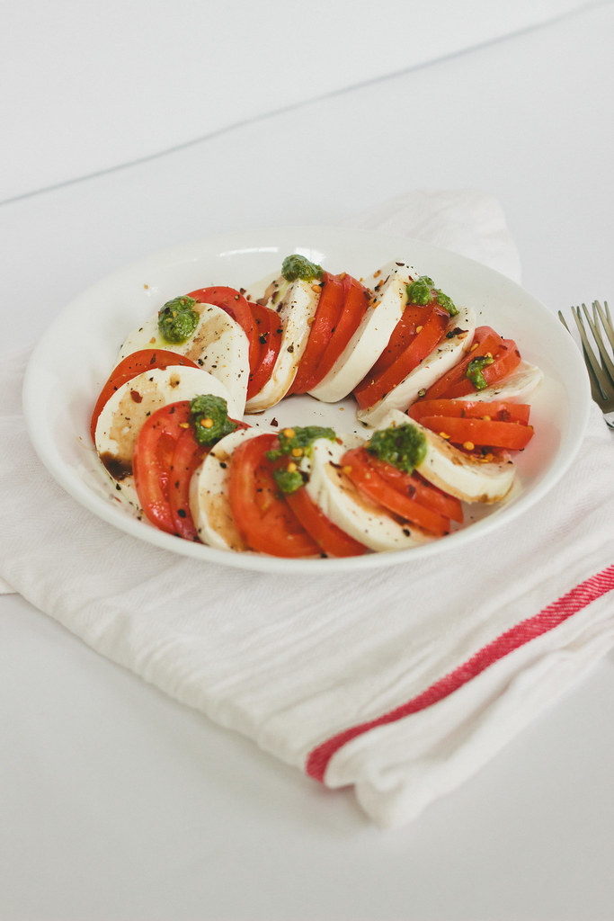 {caprese salad with spicy spinach pesto} via chevrons & éclairs