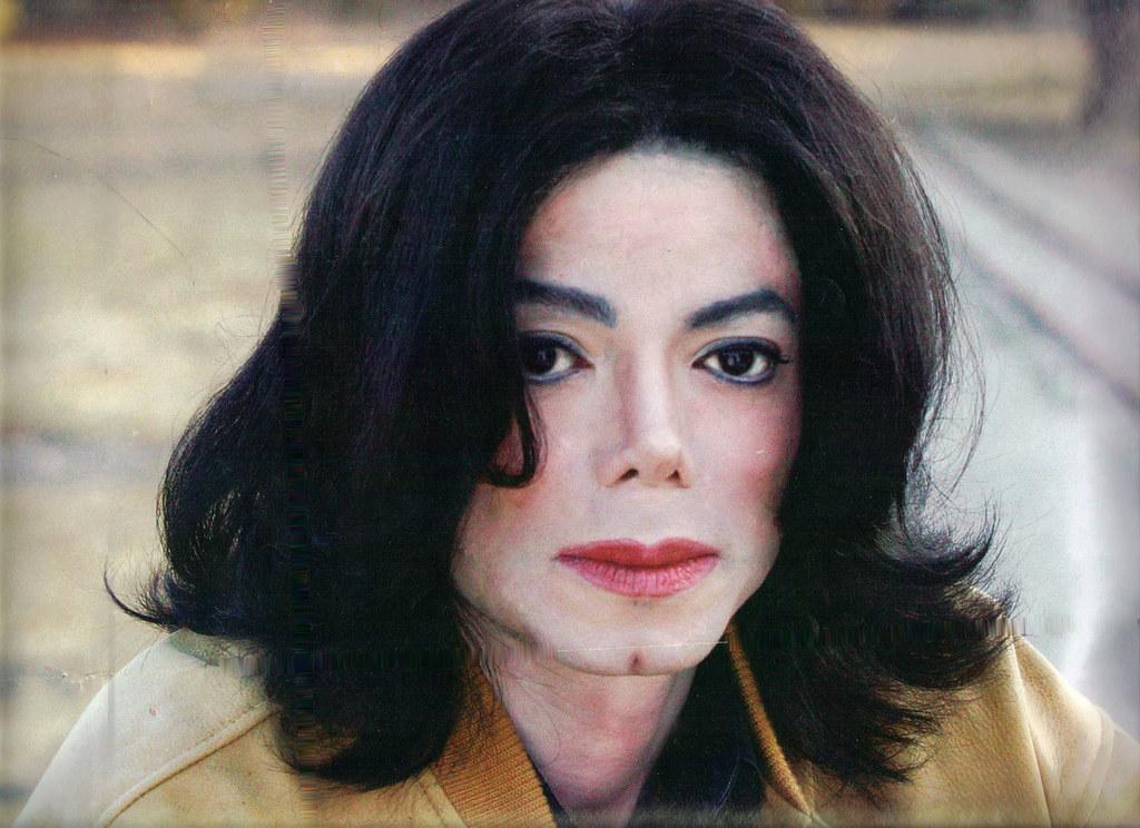 Фото | Майкл Джексон с накрашенными губами