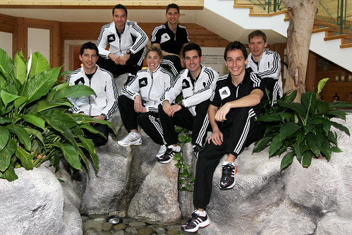 arriba, Timo Scheider, Edoardo Mortara. Delante, Mike Rockenfeller, Rahel Frey, Miguel Molina y Filipe Albuquerque. Detrás, Mattias Ekström.