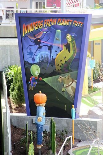 Hollywood Drive-In Mini Golf - Invaders from Planet Putt