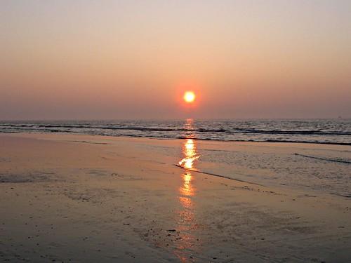 Die menschliche Intelligenz hat sich an das schwache Kerzenlicht gewöhnt und erträgt es nicht mehr, in das Licht der Sonne zu blicken.( Khalil Gibran )