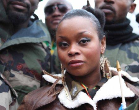 12b18 chica joven mujer negra Jóvenes Congo Kongo Zaire_0025 variante baja