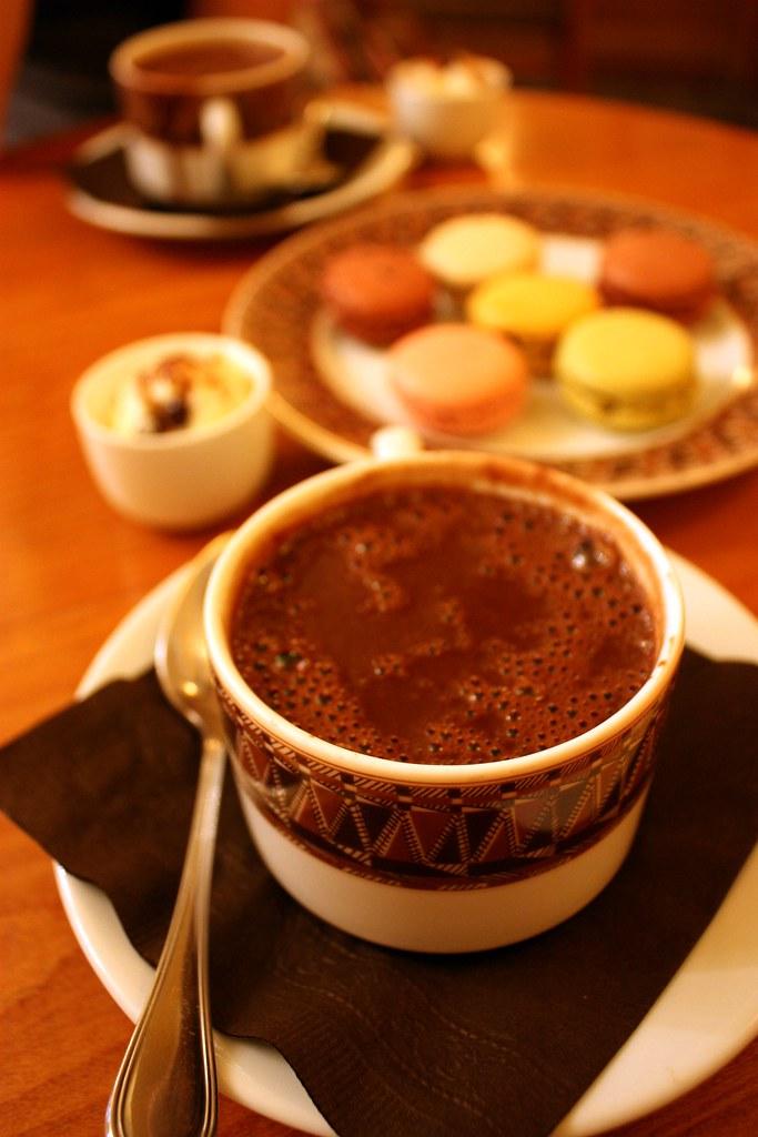 Foodish fetish la maison du chocolat hot chocolate so for Macarons la maison du chocolat