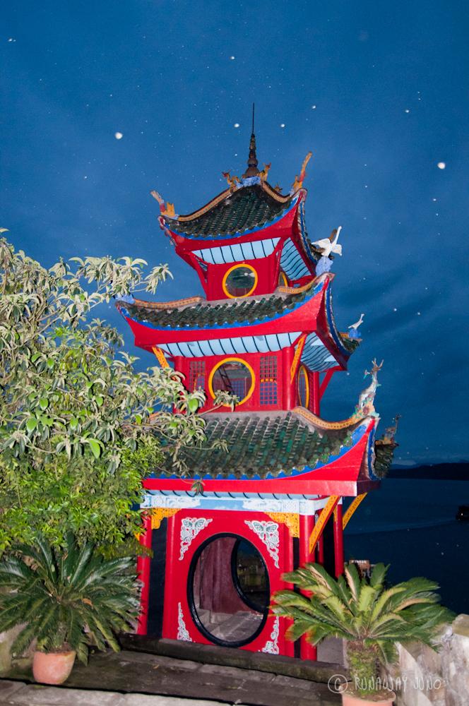 Shibaozhai_Pagoda_Top_Yangtze