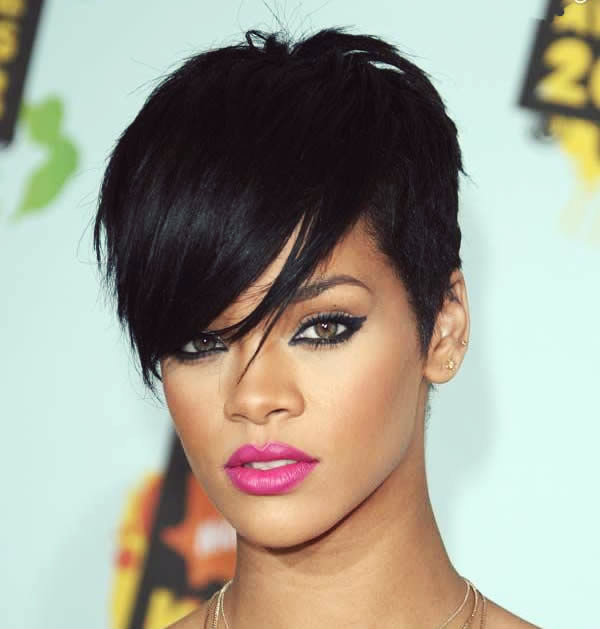 Rihanna-short-hair-Rolkjkjkling-Out-Joi-Pearson-10