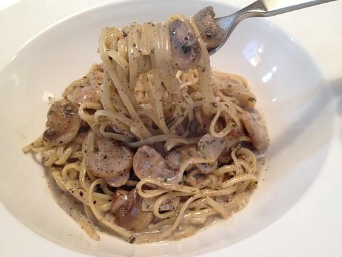 奶油蘑菇松露麵