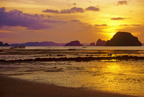 Sunsut over Phangnga Bay by h_roach