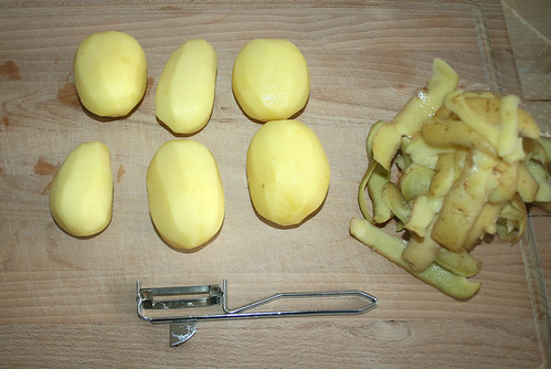 09 - Kartoffeln schälen / Peel potatoes