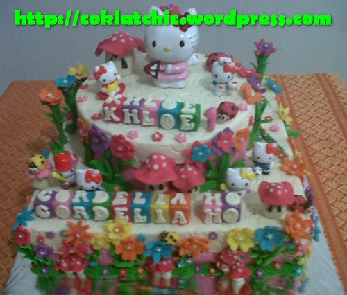 Kue Ulang Tahun Hello Kitty http://coklatchic.wordpress.com/2012/02/10/cake-hello-kitty-dan-minicake-hello-kitty-khloe-cordelia-ho/