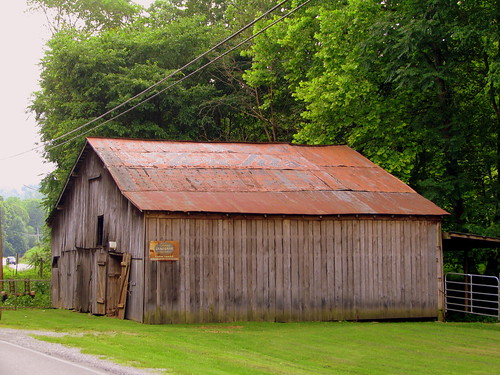 Sterchi's Barn - Old US 31E, Sumner County