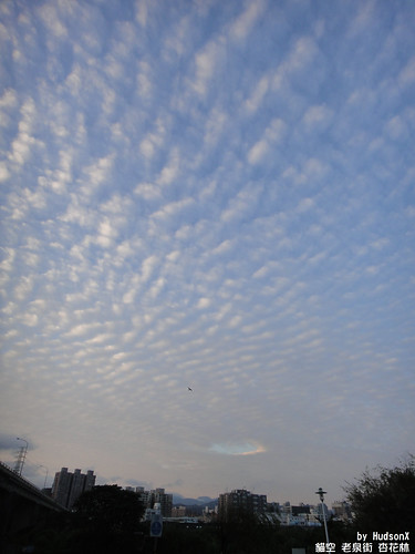 清晨台北的天空 破了一個洞