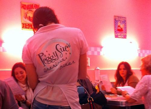 Sevilla | Peggy Sue | Camarera tomando nota
