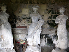 Septmonts (château) statues abritées dans tourelle 6084