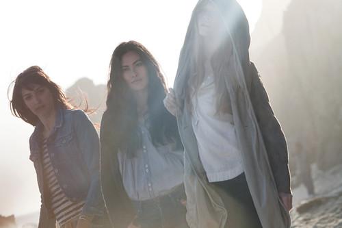 Levis_SS12-redtab-lifestyle-D1-women-group