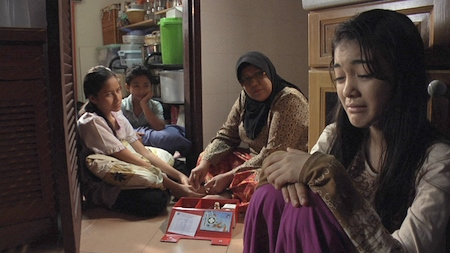 Tiga beradik anak yatim, Emilia, Nadia & Haziq