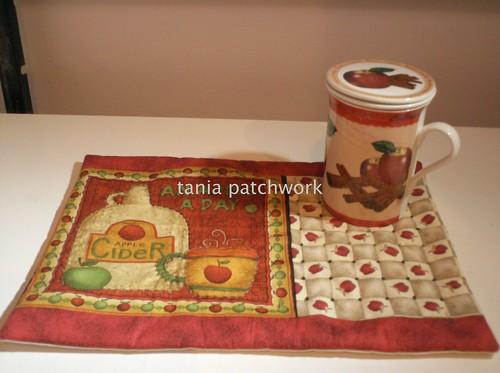 Mug Rug Apple by tania patchwork