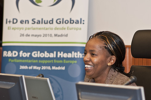 Dr. Mutua speaking at the European R&D global health meeting in Madrid, Spain. Photo courtesy of Planeta Salud ©.