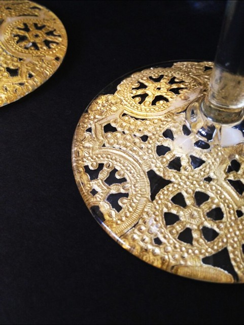 12 Gilded Lace Champagne Glasses