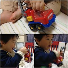 消防車で遊びます(2012/3/15)