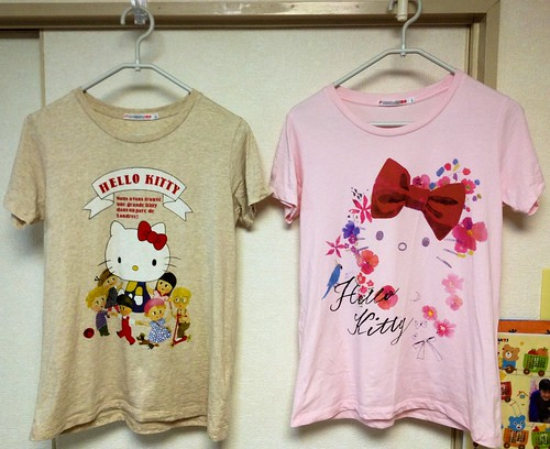 ユニクロのキティちゃんTシャツ