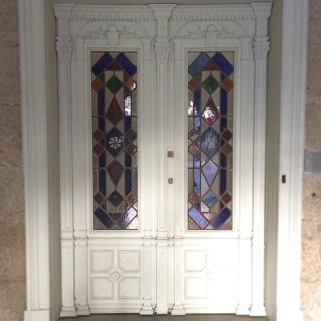 Puerta de la tienda de Sargadelos en Santiago de Compostela