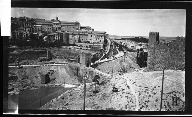Castillo de San Servando y Puente de Alcántara en 1933. Fotografía de Gonzalo de Reparaz Ruiz. © Institut Cartogràfic de Catalunya