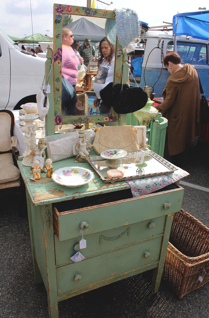 vintage flea market - looking for new stock for shoptarte / Tarte Vintage