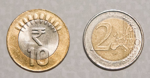 The 10 ₹ coin looks a bit like 'inverted' 2 €