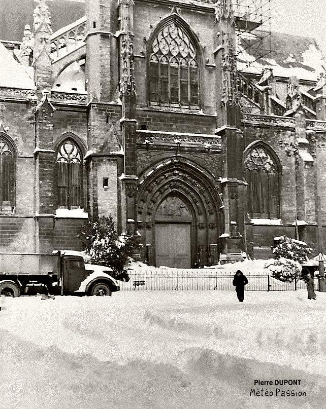 Saint-Michel sous la neige à Bordeaux, lors de la vague de froid de février 1956 météopassion