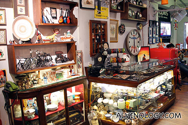 Toys and vintage stuff everywhere