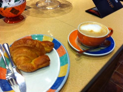 Café Croisant Zumaia en PANADERIA-CAFETERIA by LaVisitaComunicacion