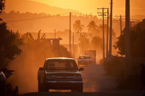road sunset cars dusty drive haiti nikon nu palm un trail unitednations western heroes nikkor cinematic 18200 deltacamp portauprince 2011 minustah lonu d300s tabarre petterphoto