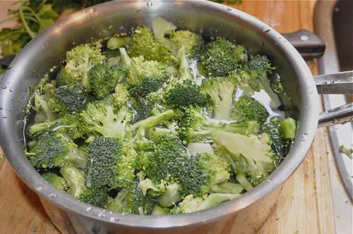 broccoli pesto/brocooli in pot