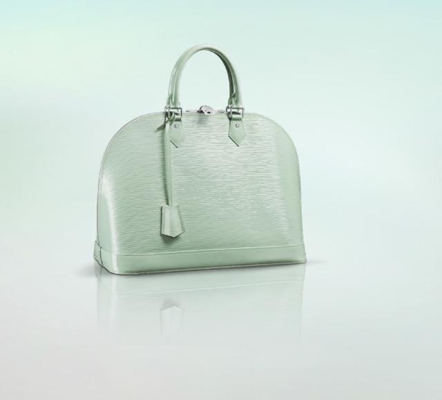 Louis Vuitton mint bag