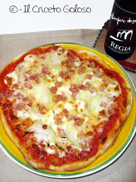 Pizza bassa e fragrante