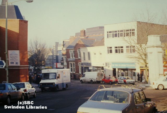1980s?: Regent Circus and the Cenotaph, Swindon