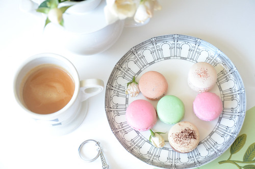 Tea and Pastel macarons