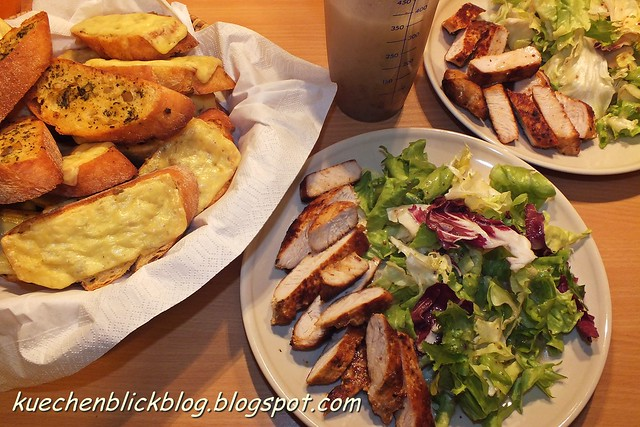 Crostinis und Salat