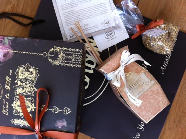 Gift: Aroma Paradise & Candle Flakes
