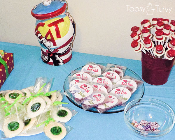 seuss-cat-hat-birthday-party-treat-favor-table