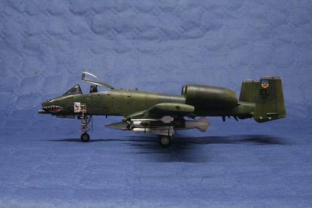 Fairchild A-10 Thunderbolt II   « Warthog »  6848077078_539b8f1d9d_z