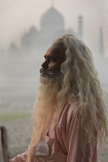 7172 The Sadhu and The Taj--Agra , India