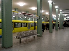 Berlin - U-Bahnhof Alexanderplatz - Bahnsteig der U5