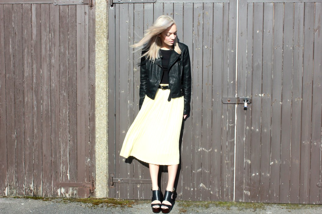lemon pleated skirt